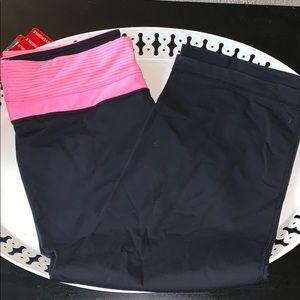 Capri exercise pants. Black. Size M.